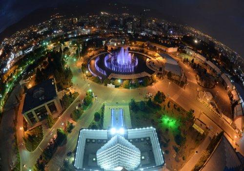 محل دائمی نمایشگاهها در شمال تهران، بزرگراه چمران واقع شده است که از کلیه بزرگراهها قابل دسترسی می باشد . مساحت کل نمایشگاه حدود 850.000 هزار مترمربع است که از این مساحت 120.000 مترمربع فضای سر پوشيده و 35.000 مترمربع فضای باز نمایشگاهی، حدود 22 هكتار فضاي سبز که محیطی دلپذیر برای مشارکت کنندگان و بازدیدکنندگان ایجاد نموده است و حدود 21 هكتار نیز راههای دسترسی به سالنها و محوطه نمایشگاه می باشد .