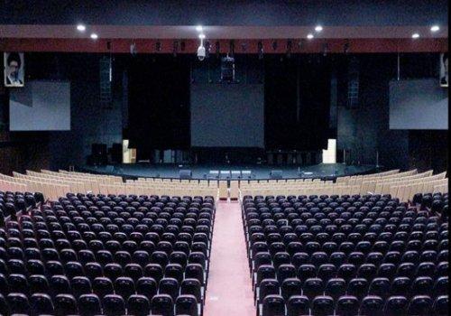 سالن همایش و نمایش میلاد نمایشگاه بین المللی تهران  ظرفیت این سالن 2100 نفر است و دارای پارکینگ بزرگ