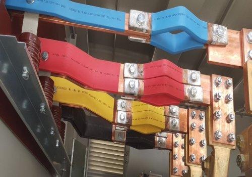 شرکت توان الکترونیک گستر از سال 76 در زمینه برق صنعتی شروع بکار کرده و با توکل به خدا و بهره مندی از جوانان با استعداد این مرز و بوم توانسته است در این سالها خدمات شایان ذکری در خصوص کارخانجات آرد و صنایع وابسته به آن فعالیت نماید. این شرکت علاوه بر انجام عملیات الکتریکال ،در زمینه ساخت تابلوهای برق فشار متوسط و ضعیف فعالیت دارد و با تلاش مهندسین خود  ساخت اولین دستگاه توزین کارخانجات آرد و غلات به صورت تمام اتوماتیک را به ثبت رسانده است .