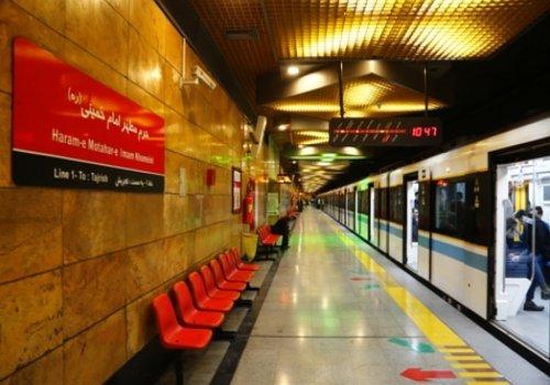 خط یک- به طول ۶۸ كيلومتر و ۳1 ايستگاه، ايستگاه تجريش در انتهاي شمالي خیابان دكتر شریعتی، را به فرود
