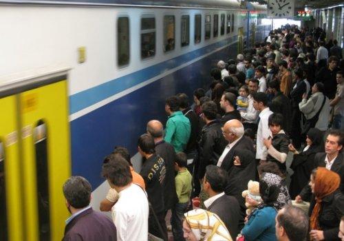 خط پنج- به عنوان تنها خط برون شهري شبكه متروي تهران، از ايستگاه صادقيه واقع در خیابان محمدعلی جناح ت